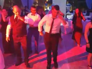 Balli di gruppo e sorrisi
