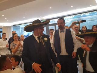 Super animazione matrimonio Hotel Aragosta in Abruzzo sposi che ballano impazziti con i novantenni!