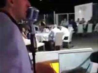 Stefano D'Alberto canta al Tortuga medley