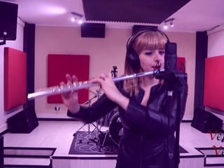 Vera Velvet cantante polistrumentista