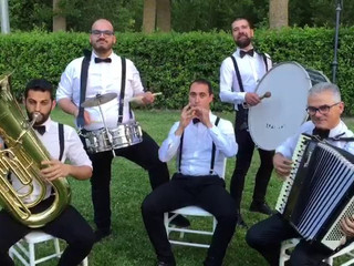 I Sikania in  Street Band