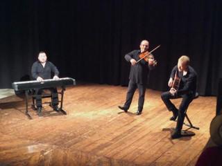 The acoustic trio centro di gravita permanente