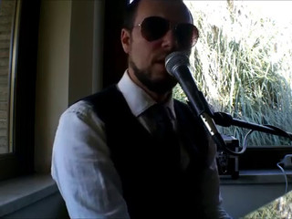 Dan Music a Casale Consolini si esibsce al piano...