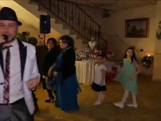 Trenino in Villa di Dan Music con tutti gli invitati e gli Sposi