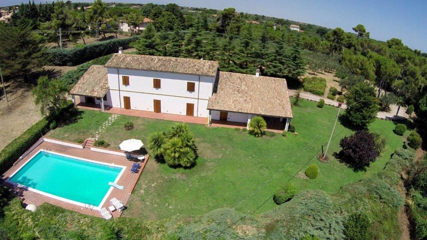 Villa mayer vista dall 39 alto villa mayer video - San giovanni in persiceto piscina ...