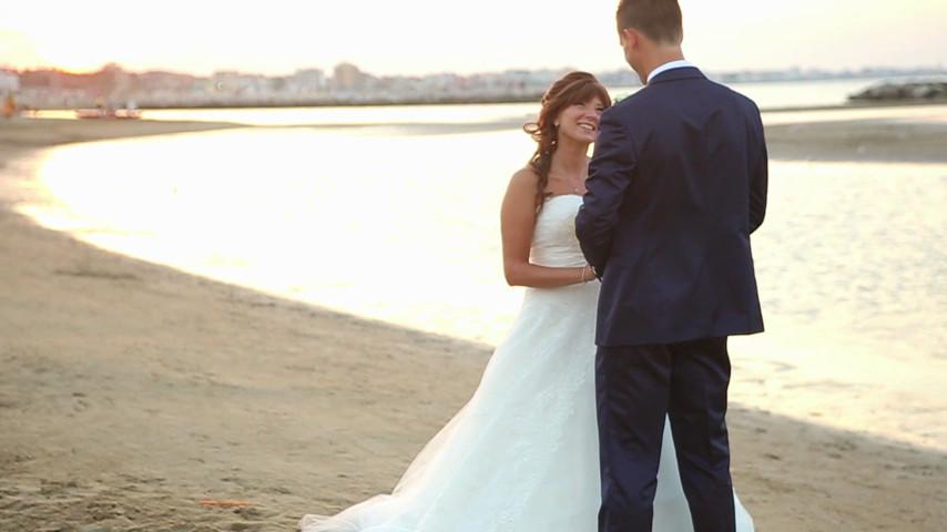 Matrimonio Sulla Spiaggia Emilia Romagna : Il sindaco renata tosi celebra il primo matrimonio sulla spiaggia di